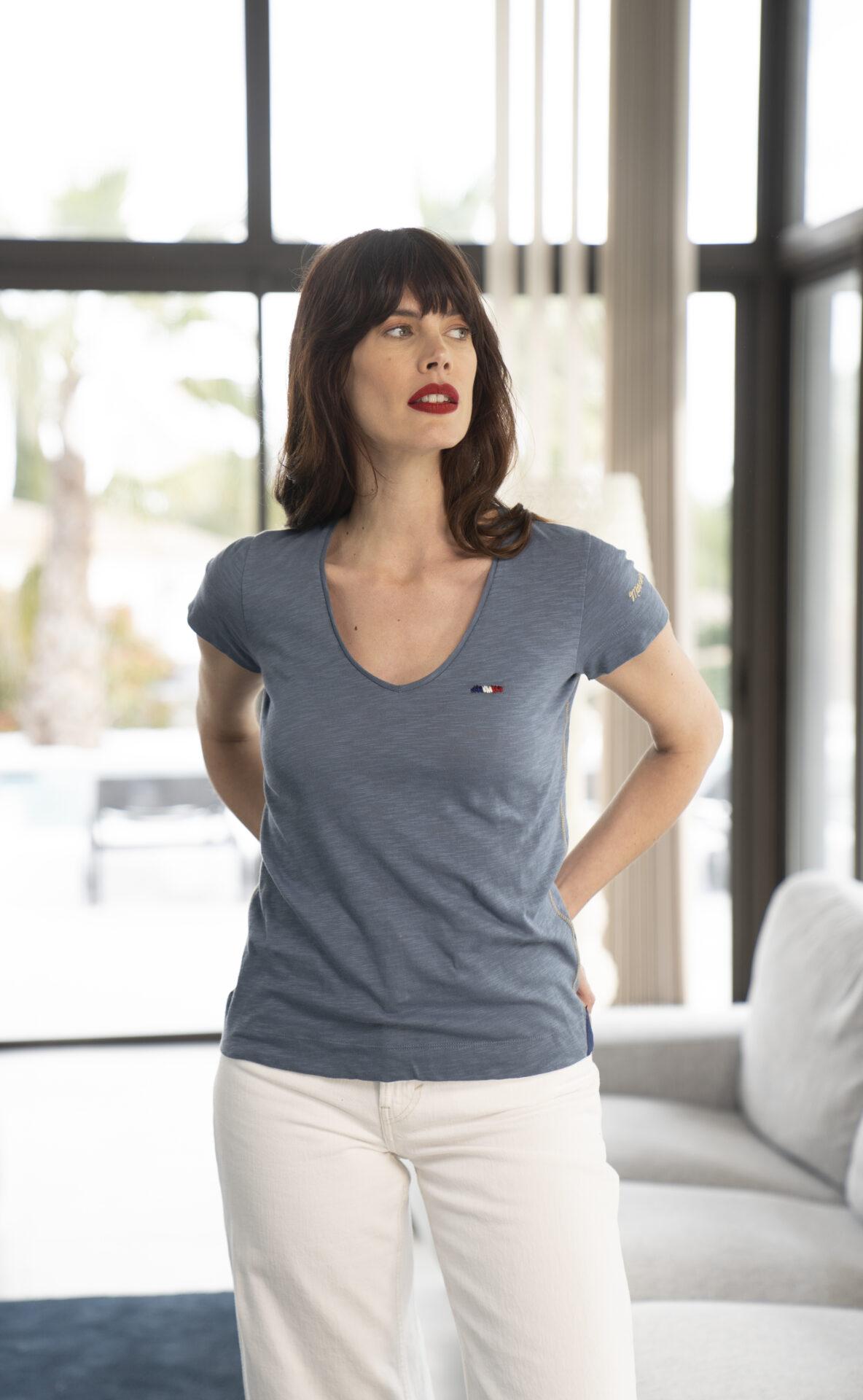 Tee-shirt-bleu-classique
